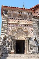 France, Haute-Loire (43), Aiguilhe, la chapelle Saint-Michel d'Aiguilhe, la façade polychrome // France, Haute-Loire, Aiguilhe, the chapel Saint Michel d' Aiguilhe, the polychrome facade and the tympanum