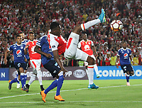 BOGOTÁ -COLOMBIA, 18-09-2018:Hector Urrego(Der.) jugador de Independiente Santa Fe  de Colombia disputa el balón con Andres Roman(Izq.) jugador  de  Millonarios de Colombia durante partido por los octavos de final ,llave A,  de La Copa Conmebol Sudamericana 2018,jugado en el estadio Nemesio Camacho El Campín de la ciudad de Bogotá./Hector Urrego (R) Player of Independiente Santa Fe of Colombia disputes the ball with Andres Roman (Left) player of Millonarios of Colombia during game for the knockout round, key A, of the Conmebol Sudamericana Cup  2018, played at the Nemesio Camacho stadium The Campín of the city of Bogotá. Photo: VizzorImage/ Felipe Caicedo / Staff