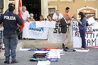 Roma,11 Agosto 2011.Piazza Montecitorio.Manifestazione dell'IDV davanti il Parlamento durante l'informativa di Tremonti sulla manovra economica.Stefano Pedica