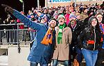 Stockholm 2016-02-12 Bandy Elitserien Hammarby IF - Bolln&auml;s GIF : Bolln&auml;s supportrar med en Hammarbysupporter under bandymatchen i Elitserien mellan Hammarby och Bolln&auml;s den 12 Februari 2016 i Stockholm. <br /> (Foto: Kenta J&ouml;nsson) Nyckelord:  Elitserien Bandy Hammarby Bolln&auml;s publik