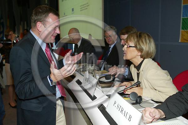 BRUSSELS - BELGIUM - 10 OCTOBER 2005 -- Committee of the Regions Open Days --Michael SCHNEIDER, EPP speaking with Danuta HUBNER, EU Commissioner.  PHOTO: ERIK LUNTANG / EUP-IMAGES..