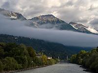 Bergpanorama und Inn, Innsbruck, Tirol, &Ouml;sterreich, Europa<br /> Mountains and river Inn,  Innsbruck, Tyrol, Austria, Europe