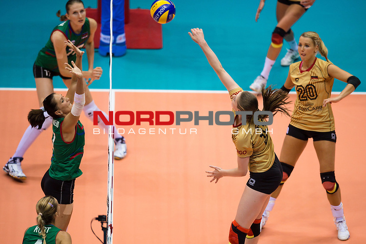 05.10.2014, Pala Trieste, Triest<br /> Volleyball, FIVB Volleyball Women`s World Championship 2014, 2. Runde, Deutschland (GER) vs. Aserbaidschan (AZE)<br /> <br /> Block Yelena Parkhomenko (#7 AZE) - Angriff Wiebke Silge (#18 GER)<br /> <br />   Foto &copy; nordphoto / Kurth
