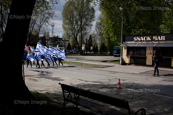 OSWIECIM, POLAND, APRIL 24, 2017:<br /> Jewish youths are walking in the &quot;March of The Living&quot; an annual march between two camps of the Auschwitz concentration camp<br /> (Photo by Piotr Malecki / Napo Images)<br /> ###<br /> OSWIECIM, 24/04/2017:<br /> Marsz Zywych w Oswiecimiu.<br /> Fot: Piotr Malecki<br /> <br /> ###ZDJECIE MOZE BYC UZYTE W KONTEKSCIE NIEOBRAZAJACYM OSOB PRZEDSTAWIONYCH NA FOTOGRAFII###