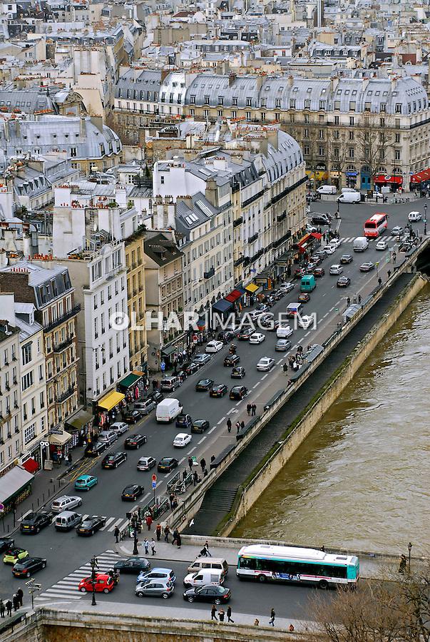 Prédios e rio Sena em Paris. França. 2007. Foto de Luciana Whitaker.