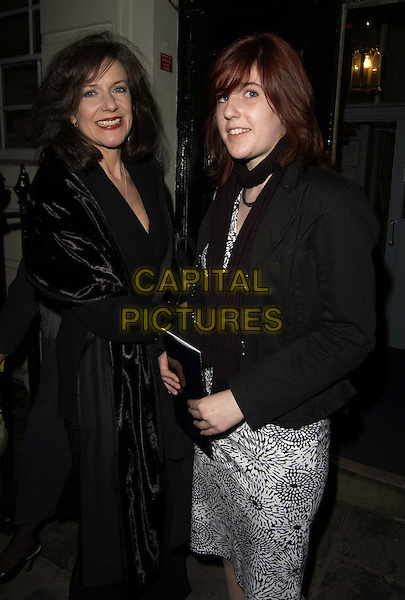 BELINDA LANG & DAUGHTER.Hay Fever - press night at Theatre Royal, Haymarker, London, UK..April 20th, 2006.Ref: CAN.half length black jacket mother family.www.capitalpictures.com.sales@capitalpictures.com.©Capital Pictures
