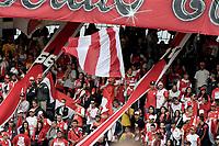 BOGOTÁ - COLOMBIA, 27-08-2017: Hinchas de Santa Fe animan a su equipo durante el encuentro entre Independiente Santa Fe y Millonarios partido por la fecha 10 de la Liga Aguila II 2017 jugado en el estadio Nemesio Camacho El Campin de la ciudad de Bogota. / Fans of Santa Fe cheer for their team during match between Independiente Santa Fe and Millonarios for the date 10 of the Aguila League II 2017 played at the Nemesio Camacho El Campin Stadium in Bogota city. Photo: VizzorImage/ Gabriel Aponte / Staff