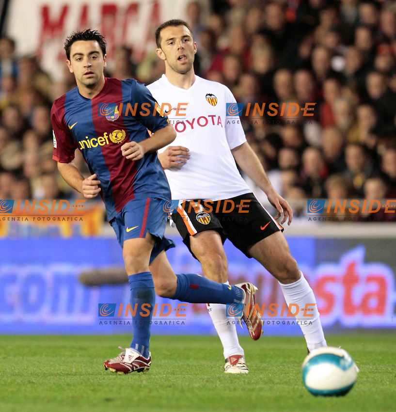 Barcelona`s Xavi Hernandez against Valencia`s Carlos Marchena during Spain`s La Liga match between Valencia and Barcelona at Mestalla Stadium in Valencia, Sunday 18 February, 2007, (INSIDE/ALTERPHOTOS/Jose Chavero).
