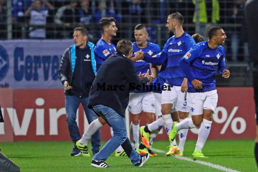 Jubel über den 1:1 Ausgleich SV Darmstadt 98 - SV Darmstadt 98 vs. TSG 1899 Hoffenheim, Johnny Heimes Stadion am Boellenfalltor