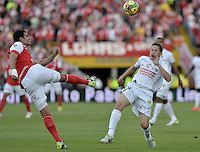 BOGOTÁ -COLOMBIA, 04-05-2014. Jose J de la Cuesta (Izq) de Independiente Santa Fe disputa el balón con Patricio Perez (Der) del Once Caldas durante partido de vuelta por los cuartos de final de la Liga Postobón  I 2014 jugado en el estadio Nemesio Camacho el Campín de la ciudad de Bogotá./ Independiente Santa Fe player Jose J de la Cuesta (L) fights for the ball with Once Caldas player Patricio Perez (R) during second leg match for the quarterfinals of the Postobon League I 2014 played at Nemesio Camacho El Campin stadium in Bogotá city. Photo: VizzorImage/ Gabriel Aponte / Staff