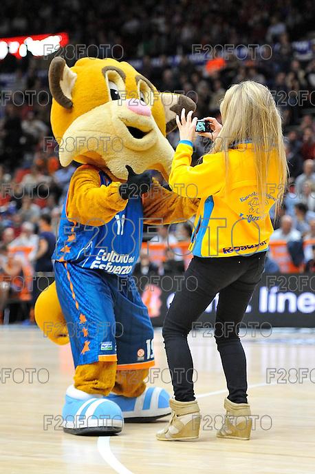 "Maxi vs ""Escuela de basket L'olleria""<br /> Euroleague - 2014/15<br /> Regular season Round 7<br /> Valencia Basket vs Galatasaray"