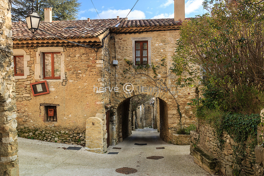 France, Ardèche (07), Saint-Montan, ruelle du vieux village