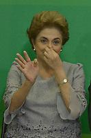 BRASILIA,DF, 22.03.2016 - DILMA-JURISTAS - A presidente Dilma Rousseff  recebe grupo de juristas, no Palácio do Planalto, em Brasília. O encontro foi articulado para demonstrar o apoio da classe jurídica ao governo.  (Foto: Ricardo Botelho/Brazil Photo Press)