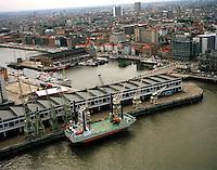Juli 1996. Kaaien en Bonapartedok in Antwerpen.