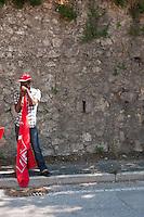 Operaio immigrato durante lo  Sciopero Nazionale della CGIL, in Abruzzo il corteo della protesta si è svolta nella zona rossa della città de L'Aquila ad un anno dal terremoto. 25/06/2010 Photo: Adamo Di Loreto/BuenaVista*Photo