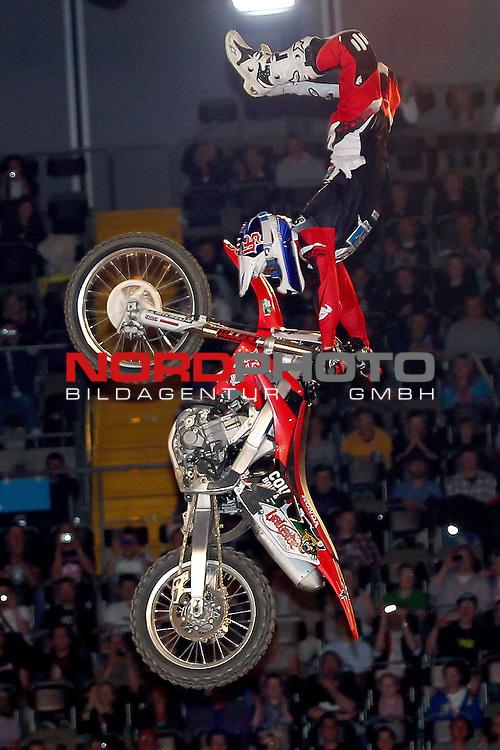 28.05.2011, Olympiahalle, Muenchen, GER, Suzuki Nigth of the Jumps , im Bild  gewinner Josh Sheehan (AUS)   , Foto © nph / Straubmeier