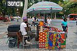 Imagem autorizada. Sherry do Senegal, barraca de artesanato africano, Praça da Republica. Sao Paulo. 2018. Foto © Juca Martins.