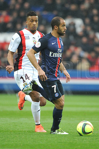 02.04.2016. Paris, France. French League 1 football. Paris St Germain versus Nice.  LUCAS MOURA (psg) breaks away from ALASSANE PLEA (nice)