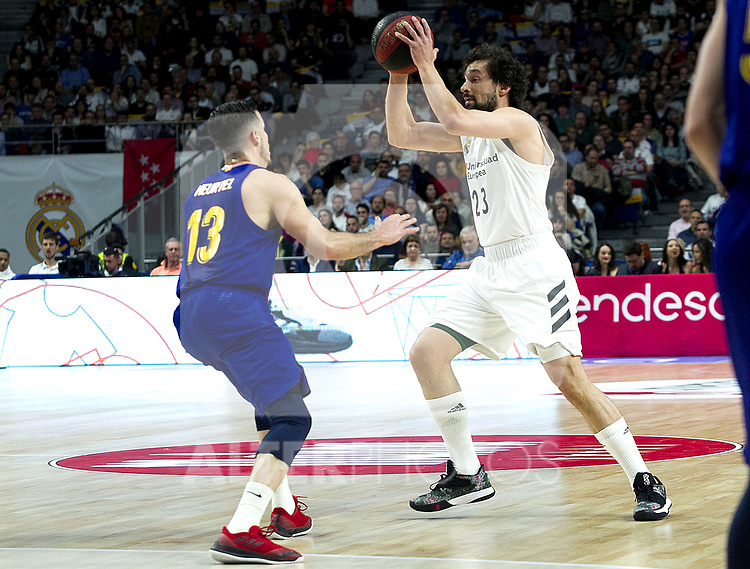 Barcelona's Thomas Heurtel and Real Madrid's Sergio Llull during Liga Endesa match between Real Madrid and FC Barcelona Lassa at Wizink Center in Madrid, Spain. March 24, 2019.  (ALTERPHOTOS/Alconada)
