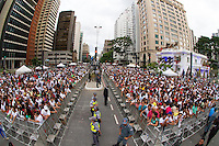 SAO PAULO, SP, 31.12.2013 - REVEILLON NA PAULISTA - Movimentação durante 17ª edição do Réveillon na Paulista região central de São Paulo nesta quarta-feira (31). (Foto: Marcelo Brammer / Brazil Photo Press).