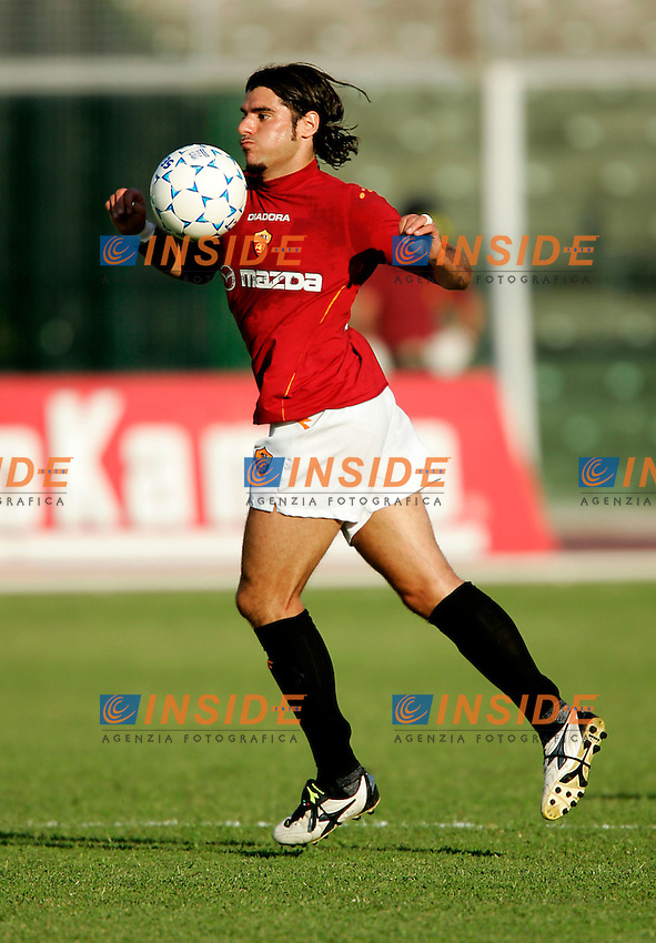 Pescara, 21/08/2004<br /> Incontro amichevole Pescara-AS Roma 0--3<br /> Simone Perrotta Roma<br /> Foto Insidefoto