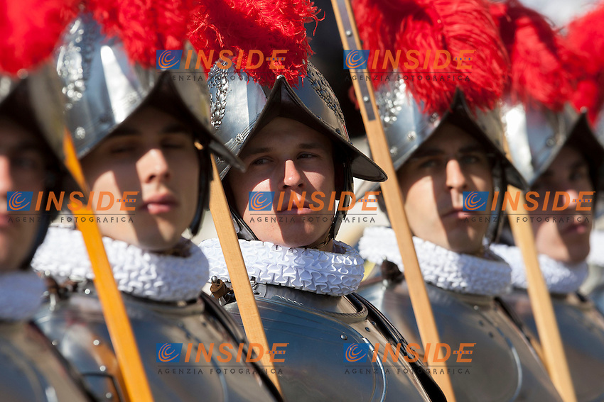 Guardie Svizzere<br /> Roma 20-04-2014 Piazza San Pietro. Messa di Pasqua. <br /> St Peter's Square. Easter Holy Mass.<br /> Photo Samantha Zucchi Insidefoto