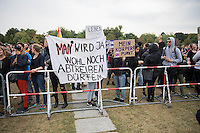 """Protest gegen den """"Marsch fuer das Leben"""" des konservativen Bundesverbandes Lebensrecht (BVL) am Samstag den 17. September 2016 in Berlin. Mehrere tausend Lebensschuetzer zogen mit dem jaehrlichen """"Marsch fuer das Leben"""". Sie sind gegen ein Selbsbestimmungsrecht der Frau und fuer ein Verbot von Abtreibung.<br /> Gegnerinnen und Gegner der christlichen Fundamentalisten protestierten lautstark und riefen """"Mittelalter, Mittelalter!"""" und """"Haett Maria abgetrieben, waert ihr uns erspart geblieben"""".<br /> 17.9.2016, Berlin<br /> Copyright: Christian-Ditsch.de<br /> [Inhaltsveraendernde Manipulation des Fotos nur nach ausdruecklicher Genehmigung des Fotografen. Vereinbarungen ueber Abtretung von Persoenlichkeitsrechten/Model Release der abgebildeten Person/Personen liegen nicht vor. NO MODEL RELEASE! Nur fuer Redaktionelle Zwecke. Don't publish without copyright Christian-Ditsch.de, Veroeffentlichung nur mit Fotografennennung, sowie gegen Honorar, MwSt. und Beleg. Konto: I N G - D i B a, IBAN DE58500105175400192269, BIC INGDDEFFXXX, Kontakt: post@christian-ditsch.de<br /> Bei der Bearbeitung der Dateiinformationen darf die Urheberkennzeichnung in den EXIF- und  IPTC-Daten nicht entfernt werden, diese sind in digitalen Medien nach §95c UrhG rechtlich geschuetzt. Der Urhebervermerk wird gemaess §13 UrhG verlangt.]"""