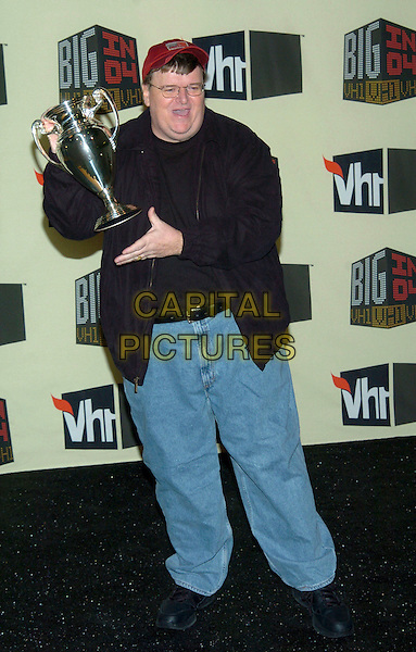 MICHAEL MOORE .VH1 Big in '04 held at the Shrine Auditorium, Los Angeles, California, 01 December 2004..full length trophy cup.**UK SALES ONLY**.Ref: ADM.www.capitalpictures.com.sales@capitalpictures.com.©V.Summers/AdMedia/Capital Pictures .