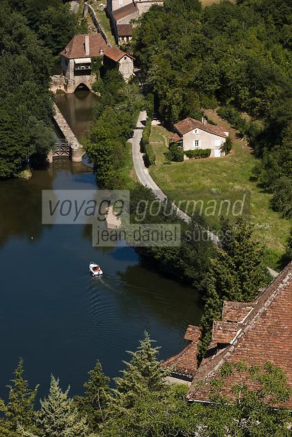 Europe/France/Midi-Pyrénées/46/Lot/Saint-Cirq-Lapopie: la vallée du Lot et l'écluse