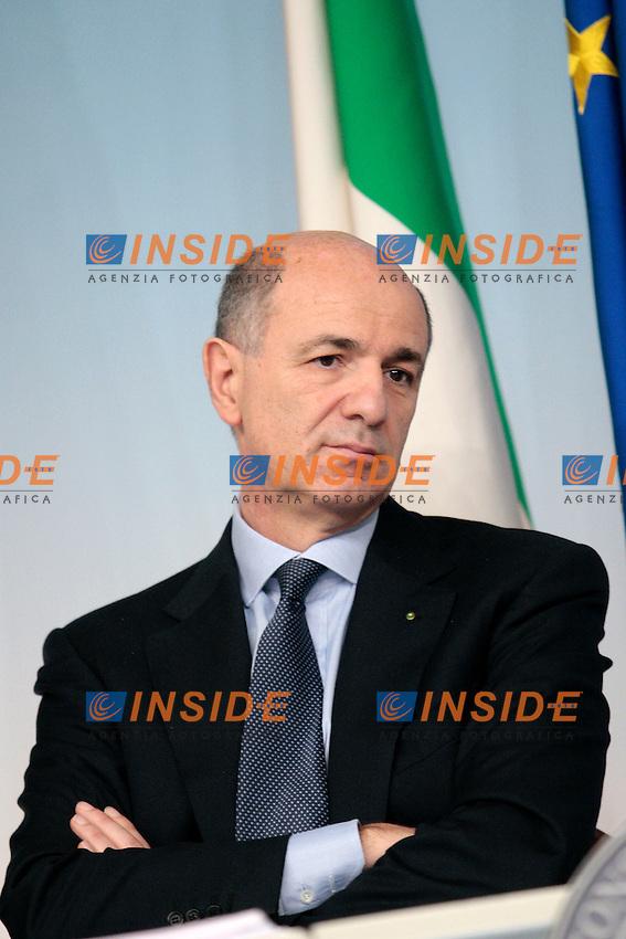 Corrado Passera.Roma 18/04/2012 Palazzo Chigi. Conferenza stampa al termine del consiglio dei Ministri sul DEF..Photo Samantha Zucchi Insidefoto