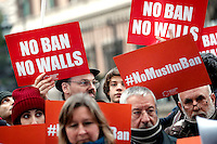 Cartelli 'no ban no walls' banners<br /> Roma 02-02-2017. Ambasciata Americana. Manifestazione per protestare contro il 'muslim ban' attuato dal neo Presidente americano.<br /> Rome February 2nd 2017. American Embassy. Demonstration against 'muslim ban' of the newly elected American President.<br /> Foto Samantha Zucchi Insidefoto