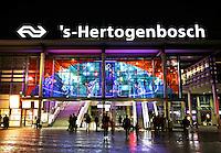 Den Bosch -  Centraal Station bij avond