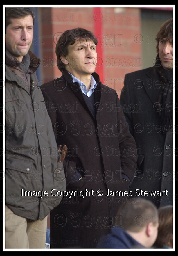 23/11/2002                   Copyright Pic : James Stewart.File Name : stewart-dundee v utd05.FORMER DENS MANAGER BONNETTI TAKES HIS SEAT TO WATCH THE GAME.....Payments to :-.James Stewart Photo Agency, 19 Carronlea Drive, Falkirk. FK2 8DN      Vat Reg No. 607 6932 25.Office     : +44 (0)1324 570906     .Mobile  : +44 (0)7721 416997.Fax         :  +44 (0)1324 570906.E-mail  :  jim@jspa.co.uk.If you require further information then contact Jim Stewart on any of the numbers above.........