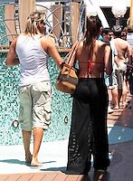 CABO FRIO, SP, 02 MARÇO 2013: ZEZÉ DI CAMARGO E LUCIANO/SANTOS -  Nubia OIiver e vista com seu noivo durante Cruzeiro ?É o Amor? da dupla sertaneja Zezé di Camargo e Luciano no navio MSC Magnifica, neste sábado (2), em Cabo Frio. O cruzeiro tem duração de quatro dias, começando em Santos, passando por Cabo Frio, Ilhabela e retornando ao porto santista no próximo domingo (3). (FOTO: ORLANDO OLIVEIRA/  BRAZIL PHOTO PRESS).