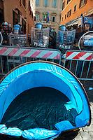 Roma 6 Settembre 2011.Manifestazione del sindacato  Usb con i comitati di base contro la manovra del governo Berlusconi..Le tende  per il presidio permanente davanti al Senato