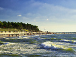 Letnie kąpielisko Rowy Zachód o długość linii brzegowej 400 m i czterech zejściach na plażę