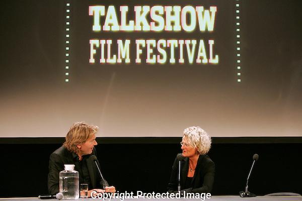 UTRECHT - 20090924 - FOTO: RAMON MANGOLD - .29STE NEDERLANDS FILMFESTIVAL, NFF 2009 - .TALKSHOW MET MATTHIJS VAN NIEUWKERK..GAST AAN TAFEL: SCHEIDEND FESTIVAL DIRECTEUR: DOREEN BOONEKAMP..