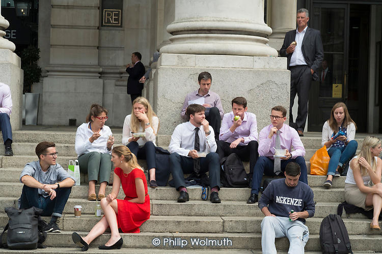 City workers lunch break, Royal Exchange, Threadneedle Street, City of London.