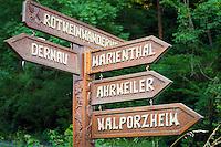 Germany, Rhineland-Palatinate, Ahr-Valley, Mayschoss: sign post on Red Wine Hiking Trail | Deutschland, Rheinland-Pfalz, Ahrtal, Mayschoss: Wegweiser auf dem Rotweinwanderweg