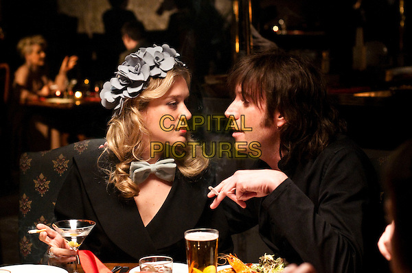 Chloe Sevigny & Rhys Ifans.in Mr. Nice.*Filmstill - Editorial Use Only*.CAP/PLF.Supplied by Capital Pictures.