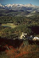 Europe/France/Auverne/63/Puy-de-Dôme/Saint-Nectaire: Le Château de Murol et le massif du Sancy