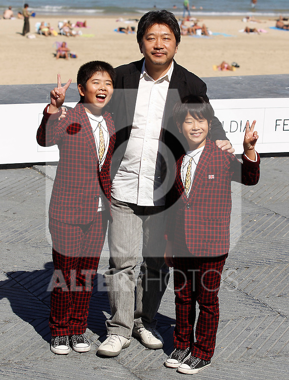 Japanese director Hirokazu Kore-Eda (C) poses with actors Oshiro Maeda (L) and his brother Koki Maeda (R) after the screening of their film 'Kiseki' (I Wish) during the 59th San Sebastian Donostia International Film Festival - Zinemaldia.September 20,2011.(ALTERPHOTOS/ALFAQUI/Acero)