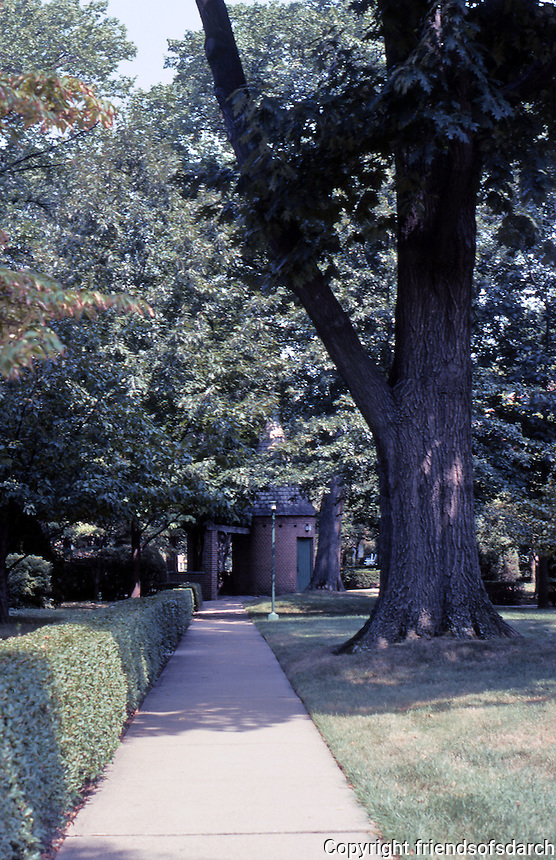 Clarence S. Stein/Henry Wright: Chatham Village, Pittsburgh. Photo '01.