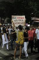 RIO DE JANEIRO; RJ; 20 DE JUNHO 2013-  Manifestantes saem da Igreja da Candelária, centro do Rio de Janeiro, na noite desta quinta-feira para mais um dia de protestos que tomaram a Avenida Presidente Vargas nas quatro pistas em direção à Prefeitura. FOTO: NÉSTOR J. BEREMBLUM - BRAZIL PHOTO PRESS.