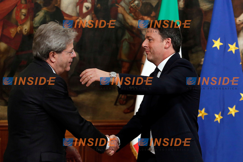 Paolo Gentiloni e Matteo Renzi<br /> Roma 12-12-2016. Palazzo Chigi. Cerimonia della campanella<br /> Rome December 12th 2016. Traditional ceremony of the passage of the bell<br /> Foto Samantha Zucchi Insidefoto