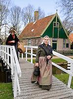 Enkhuizen.  Klederdrachtfestival in het Zuiderzeemuseum. Klederdracht uit Katwijk
