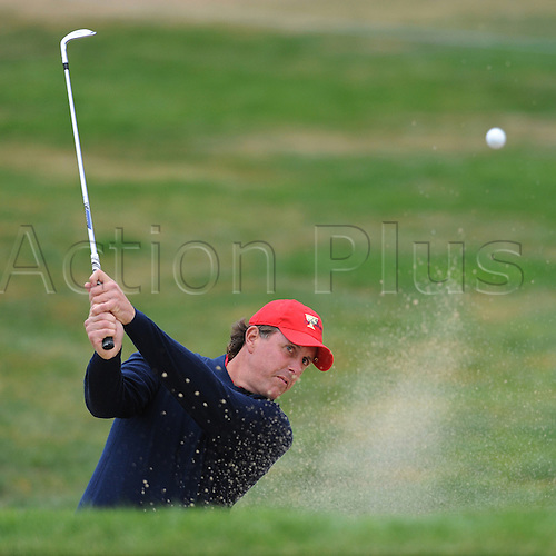 United States team member Phil Mickelson hits out of the bunker on the 14th hole during the final round of the 2009 Presidents Cup on Sunday, October 11, 2009, at Harding Park Golf Course in San Francisco, California. Photo: JOSE CARLOS FAJARDO/actionplus