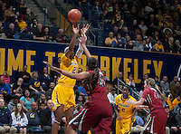 Reshanda Gray of California shoots the ball during the game against Washington State at Haas Pavilion in Berkeley, California on February 27th, 2014.   California defeated Washington State, 75-68.