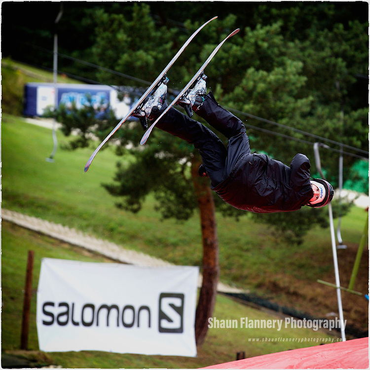 Pix: Shaun Flannery/shaunflanneryphotography.com<br /> <br /> COPYRIGHT PICTURE>>SHAUN FLANNERY>01302-570814>>07778315553>><br /> <br /> 26th July 2015<br /> Gloucester Ski and Snowboard Centre.<br /> Airbag event.<br /> Mason Flannery, airbag