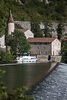 Europe/Europe/France/Midi-Pyrénées/46/Lot/Cahors: Bateau de Tourisme Fluvial à l'écluse du Moulin de Coty